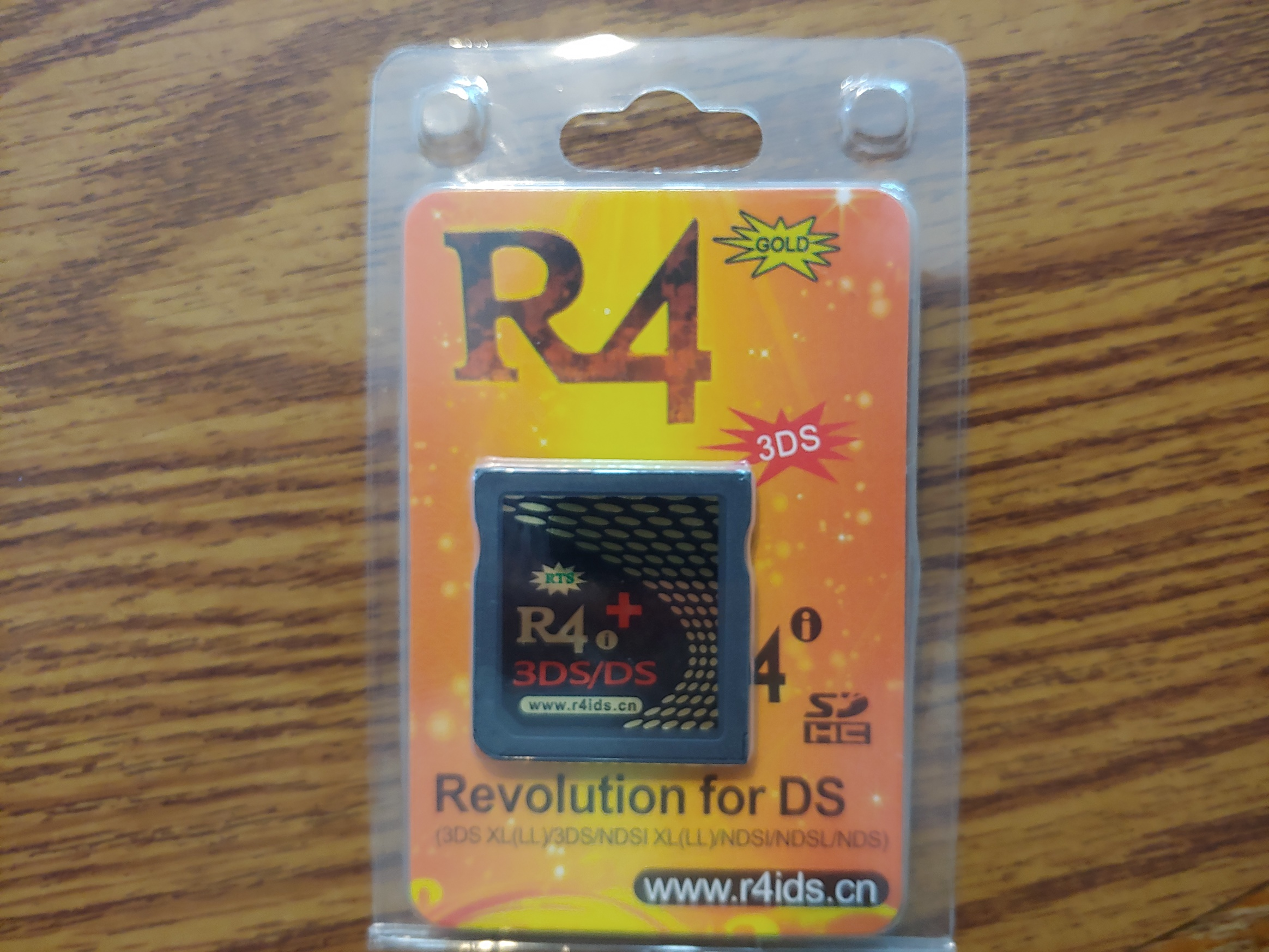 R4i Gold 3DS Plus Flashcart